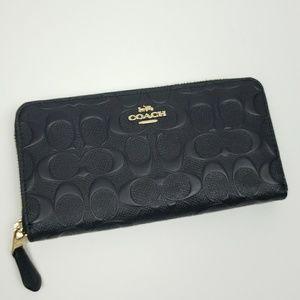 Brand new! Coach signature C zippered wallet